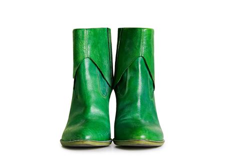グリーン レザー ショート ブーツ クリッピング パスと白い背景で隔離。 写真素材