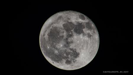 A full moon 版權商用圖片