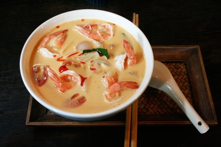 tom: Tom Yum Kung, a Thai traditional spicy prawn soup
