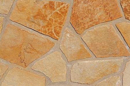 yellow stone: pared creada a partir de los ladrillos de piedra de color amarillo
