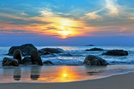 paisajes: Puesta de sol sobre el mar