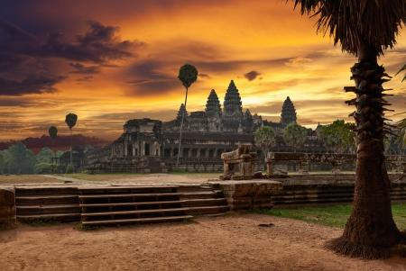 tempels: Angkor Wat bij zonsondergang Stockfoto