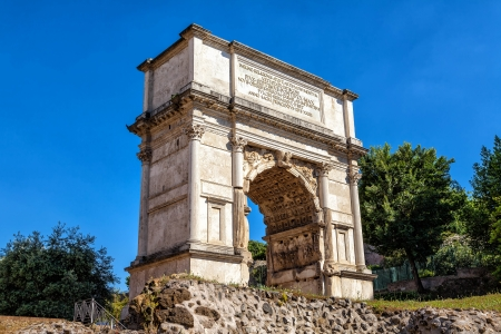 arcos de piedra: Arco Triunfal de Tito en el Foro Romano Foto de archivo