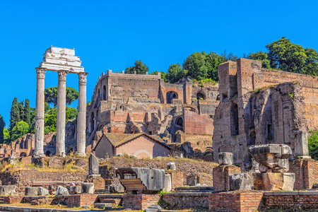 roman empire: The ruins of the Temple of Castor and Pollux