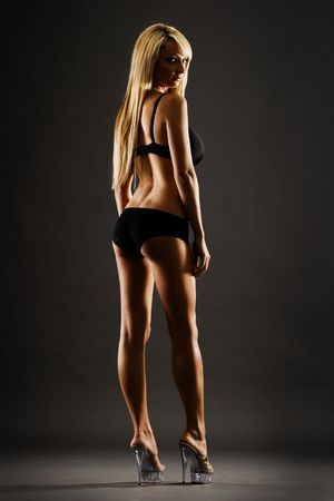 culotte fille: Slim femmes en noir de lingerie et hauts talons