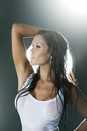 Sexy wet woman in white tank top from profile backlit Standard-Bild