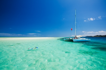 catamaran: Snorkeling in shallow tropical water off the catamaran