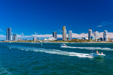 goldcoast: Gold Coast, AUS - SEPT 04 2016 Water sports with the view of Southport suburb, Gold Coast, Australia