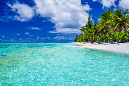 Amazing beach with white sand and palm trees on Rarotonga, Cook Islands Stock Photo