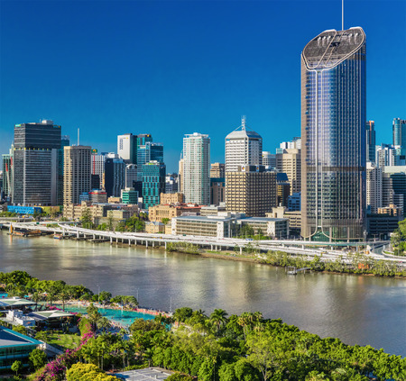 BRISBANE, AUSTRÁLIA - 29 de dezembro de 2016: imagem regional de Brisbane CBD, rio e South Bank, Austrália Foto de archivo