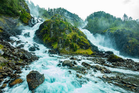 Famous Latefossen waterfall in Hordaland, Norway. Old stone bridge. Standard-Bild