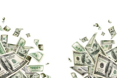 Stos pieniędzy. Sto dolarów Ameryki. Spadające pieniądze na białym tle,