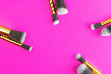 Make brush powder. Drawing cosmetic products isolated on pink ba 写真素材