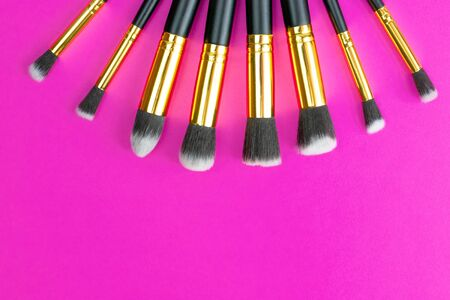 Makeup brushes powder. Drawing cosmetic products isolated on lux Foto de archivo - 137895641