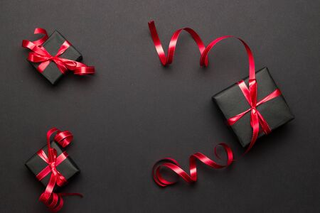Christmas gifts, ornaments on black background. Winter holiday xmas present. Merry Christmas and Happy Holidays greeting card, frame, banner. New Year. Noel Foto de archivo - 137896245