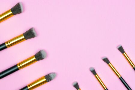 Cosmetics brushes. Drawing products for skin with copy space. Be Foto de archivo - 137895802