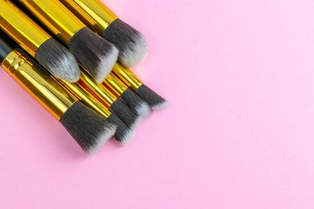 Cosmetics brushes. Drawing products for skin with copy space. Be Foto de archivo - 137895798