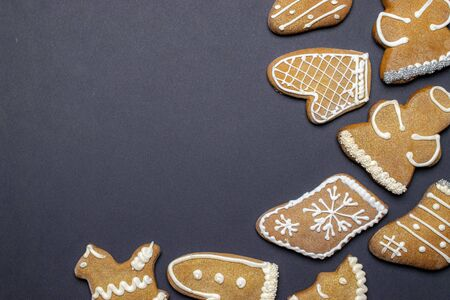 Christmas homemade gingerbread cookies. Celebration cooking. Merry Christmas greeting card, banner. Winter holiday xmas theme. Happy New Year. Space for text Banque d'images - 138473413