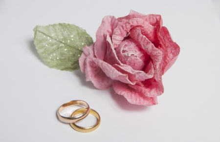 Two gold rings with rose