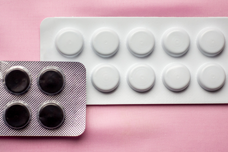 packing of white and black tablets, treatment of diseases, sale of tablets