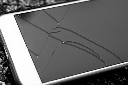 phone glass broken的圖片搜尋結果