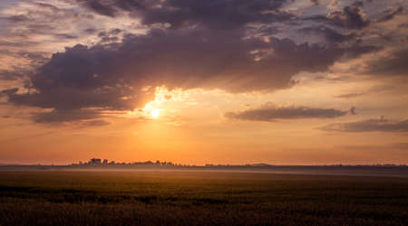 Scenic dark sky during the sunset. Landscape: sunset in the field Foto de archivo