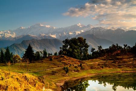 tal: Deoria Tal Lake at sunrise and Mountains, Himalayas, India Stock Photo