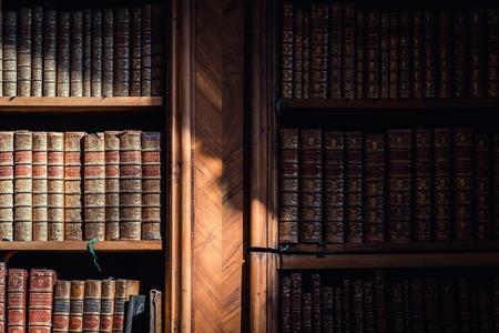 Oude boeken in de bibliotheek van Wenen, Oostenrijk