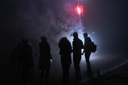 people standing and watching fireworks, silvester, dark, silhouette Zdjęcie Seryjne