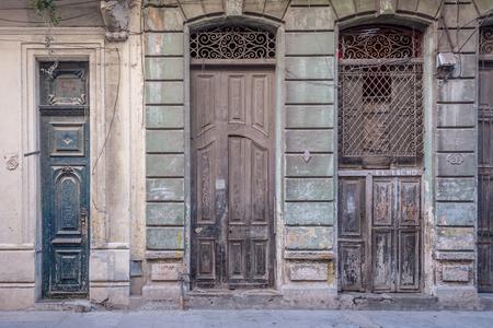 Big old vintage hispanic doors at Havana, Cuba Banco de Imagens - 88713128