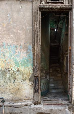Old worn out doorway in Havana, Cuba Banco de Imagens - 89939905