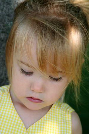 Bambina con gli occhi chiusi  Archivio Fotografico - 1849745
