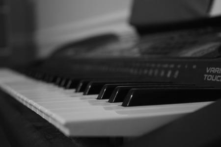 Zwart en wit pianotoetsenbord