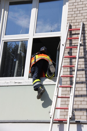 scaling ladder: window entry