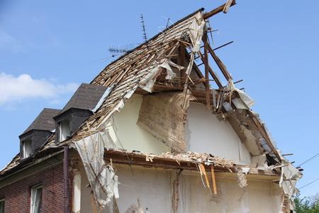 derrumbe: Casa Reducir Foto de archivo