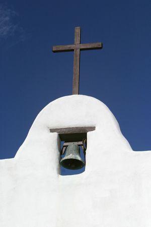 arrepentimiento: la torre de una iglesia espa�ola de la misi�n