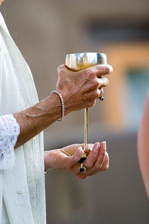 minister at a new age wedding hold the goblet of peace Stock Photo - 305201