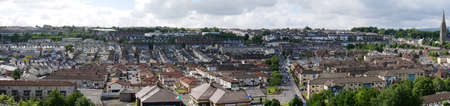 A panoramic view of the Bogside area of west Derry / Londonderry looking from the City walls toward the Creggan Estate. Standard-Bild