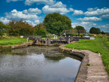 Moss Lock (4) and footbridge on the Rufford Branch of the Leeds Liverpool Canal in Lancashire, UK. Taken on a sunny day in summer. Standard-Bild