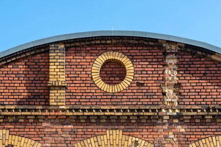 Decorative circle in old brick facade made by red and beige bricks Stockfoto