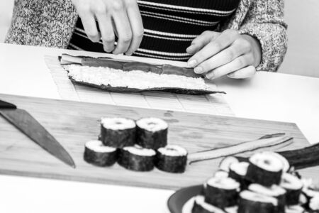 Sushi roll Japanese food fresh rolling makis with tuna in black and white Stockfoto