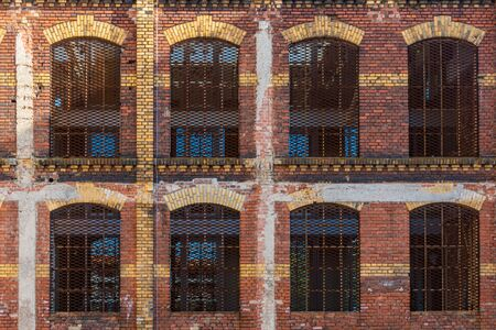 Old dutch brick facade with red and beige clinker bricks partly decayed Stockfoto