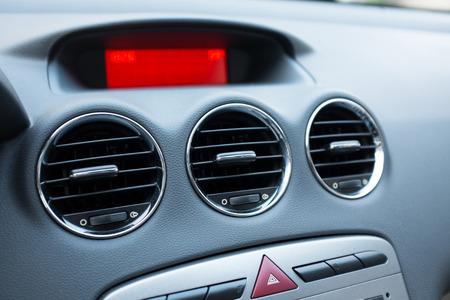 aire acondicionado: El aire acondicionado en el coche Foto de archivo