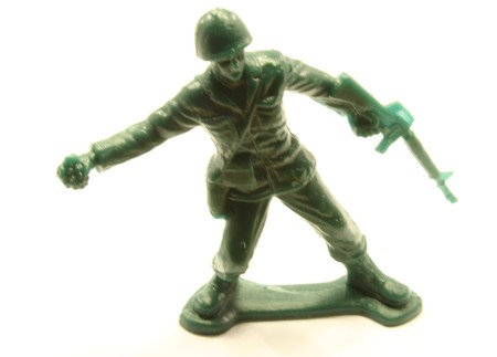 Toy army man with a gun and a grenade. Imagens
