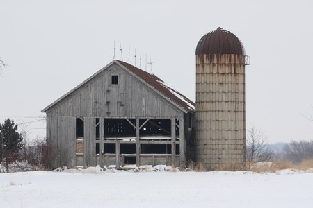 Old barn and silo on a countryside road. 版權商用圖片