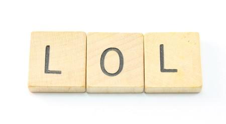 laughing out loud: LOL o re�r a carcajadas enunciadas en las baldosas de madera. Foto de archivo