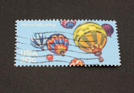 Macro van hete lucht ballonvaren stempel geïsoleerd op een zwarte achtergrond.