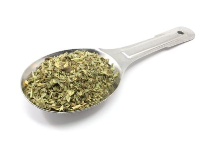 A tablespoon of Italian seasoning in a silver measuring spoon. Banque d'images