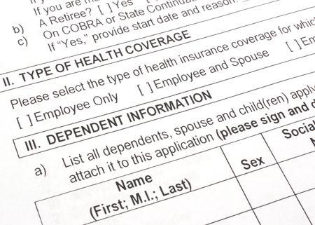 Close-up foto van een werknemer groep ziekte kosten verzekering-aanvraagformulier. Stockfoto