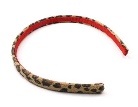 A little girls hairband in leopard skin pattern Stockfoto